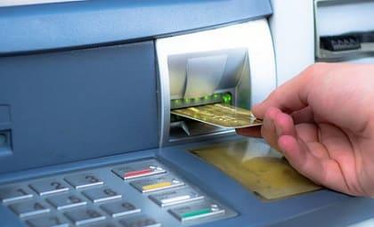 Что делать, если банкомат не возвращает карту